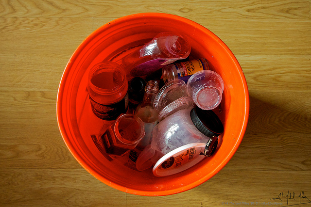 five gallon bucket recycling bin